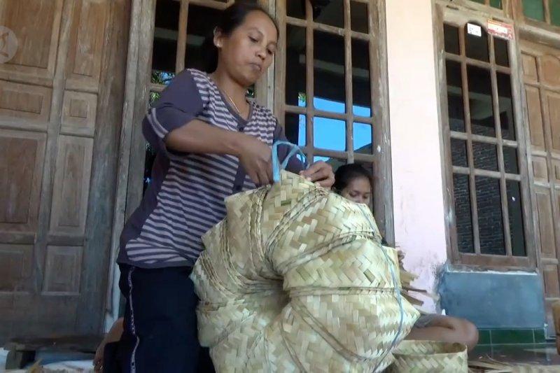Perajin besek bambu kebanjiran pesanan
