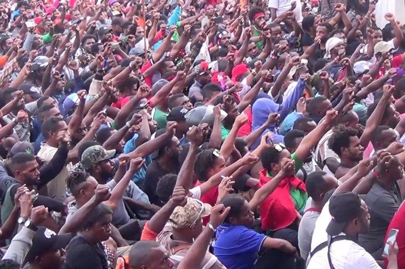 Gubernur Papua terima ribuan pengunjuk rasa di Jayapura