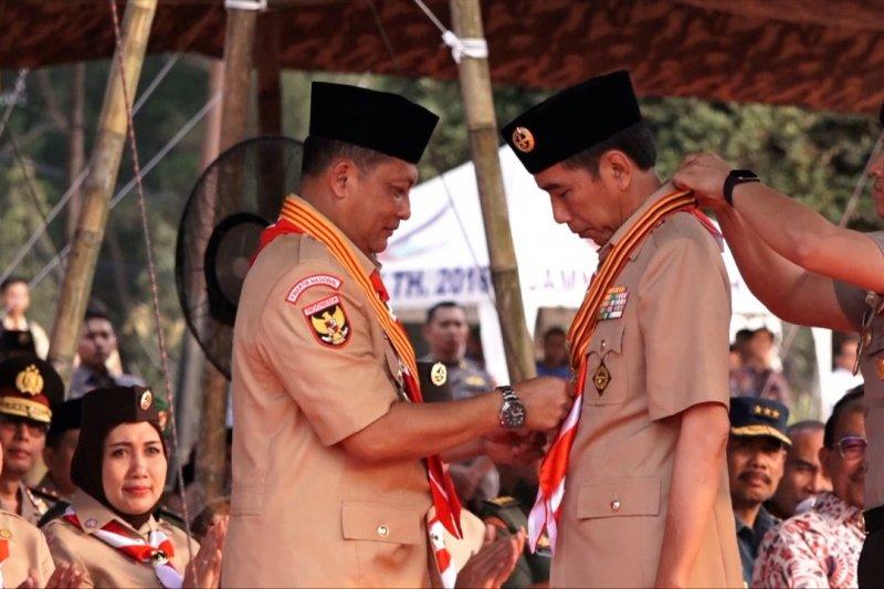Jokowi dianugrahi Lencana Tunas Kencana