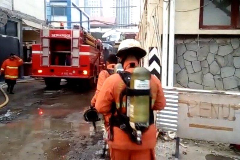 13 mobil Damkar padamkan kebakaran di Polda Metro Jaya