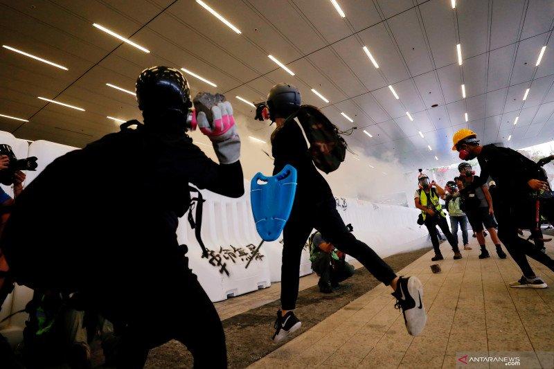 14 orang ditahan atas  tuduhan pertemuan ilegal di Hong Kong