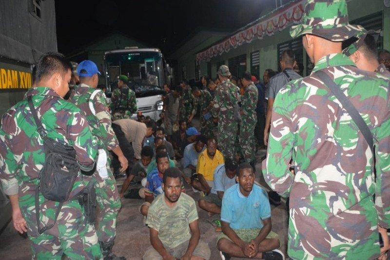 Papua Terkini: 298 pendemo dipulangkan dengan kendaraan militer