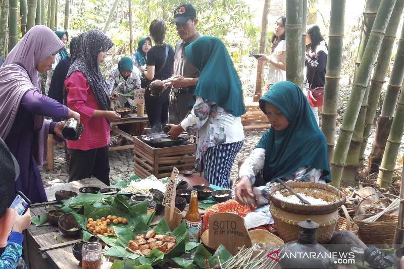 Berburu kuliner tradisional di Pasar Papringan