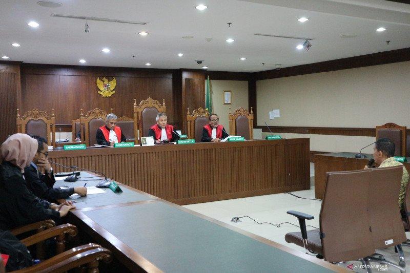 Pelaksana kepala dinas Papua Barat didakwa suap anggota DPR
