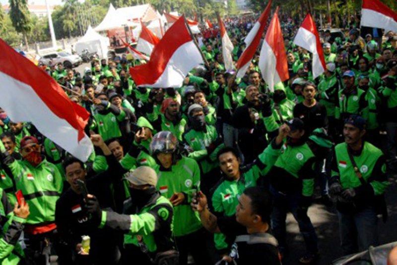 Aksi protes pengemudi Gojek di Makassar