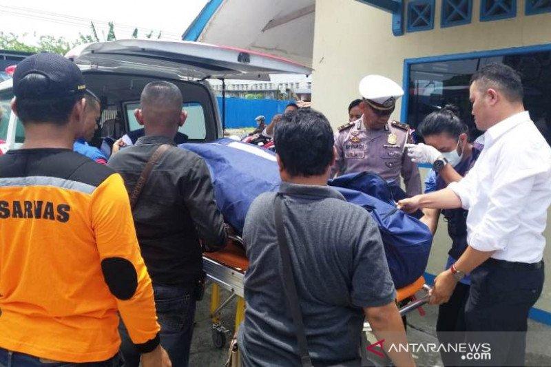 Warga temukan mayat pria tanpa identitas mengapung di Batang Arau