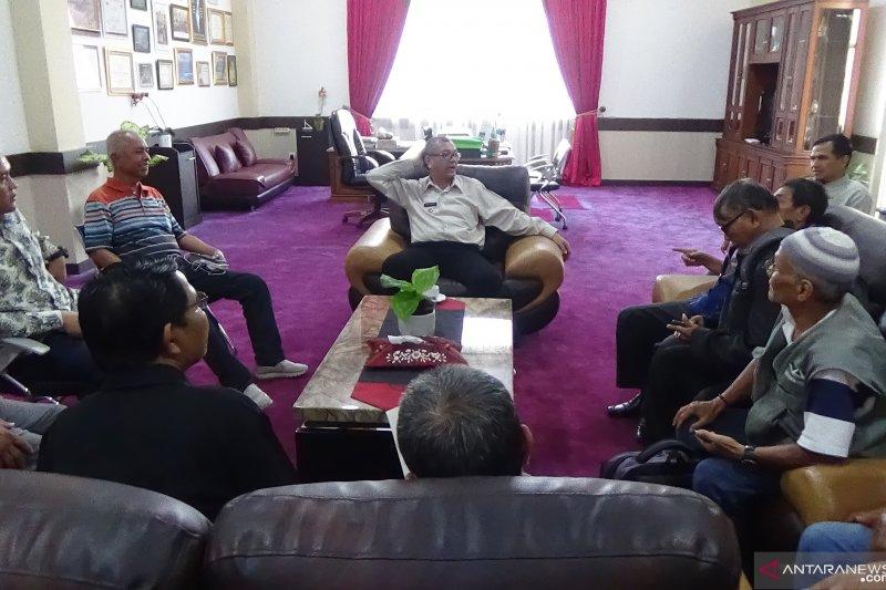 Payakumbuh serahkan bantuan RTLH untuk 350 orang