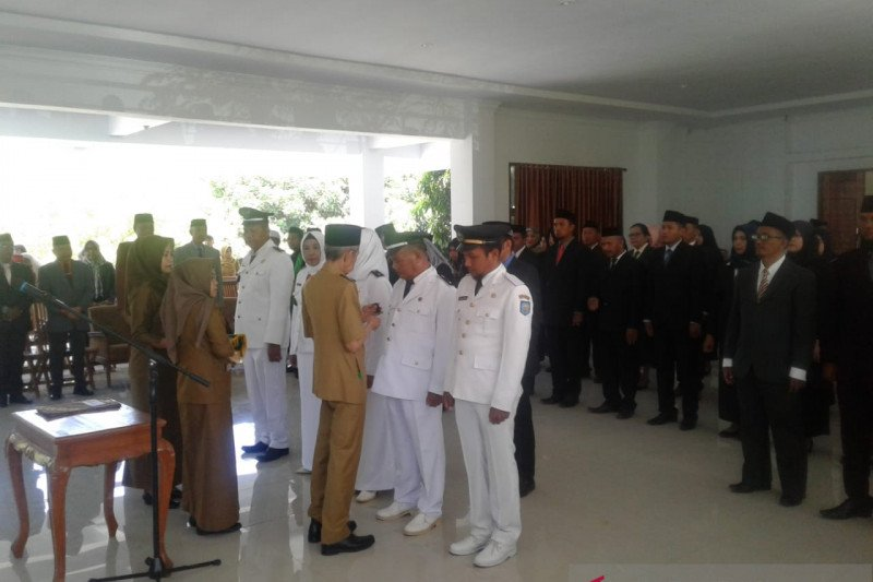 Wali Kota Baubau lantik 60 pejabat  administrator dan pengawas