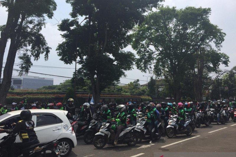 Pengemudi ojol Bandung demo terkait pernyataan Bos Taksi Malaysia