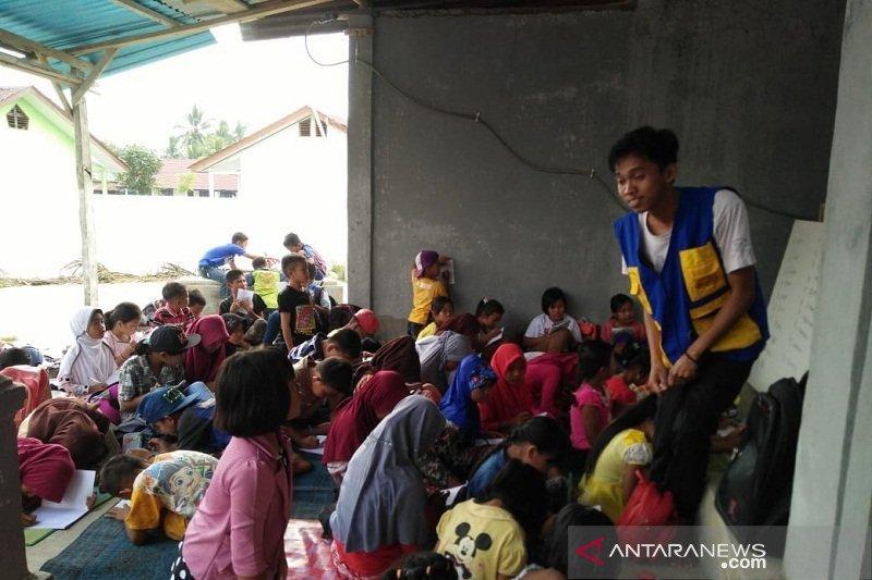 Geliat pemuda kota ajar literasi di Tanjung Serayan