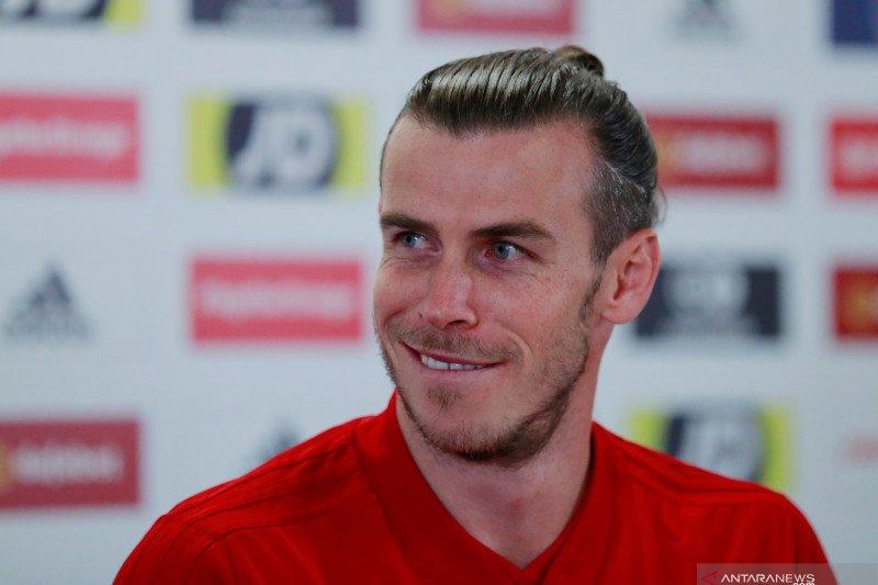 Gareth Bale berselisih sengit Zinedine Zidane