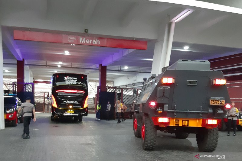 Timnas Malaysia dapat pengawalan ketat saat tiba di SUGBK