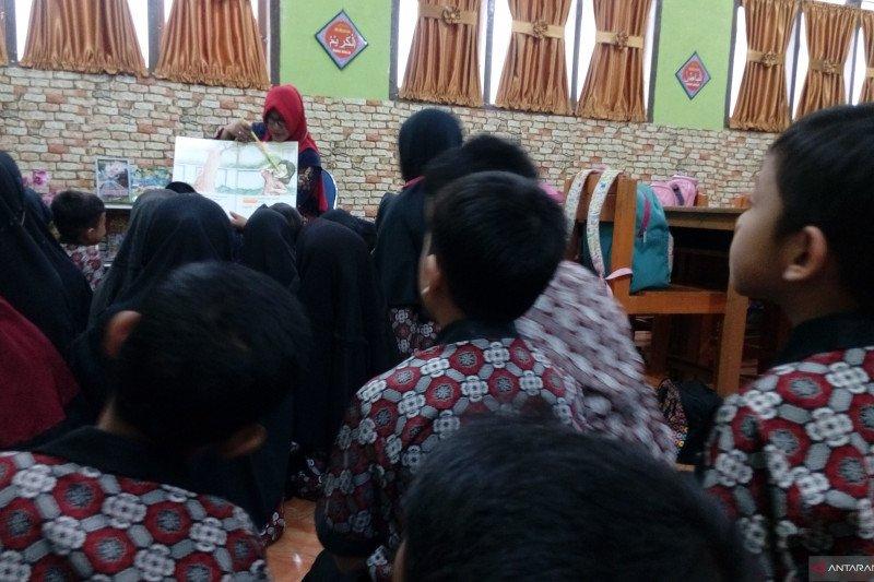 """Siswa MIN 1 Pekanbaru antusias belajar pola """"Mikir"""" Tanoto Foundation"""
