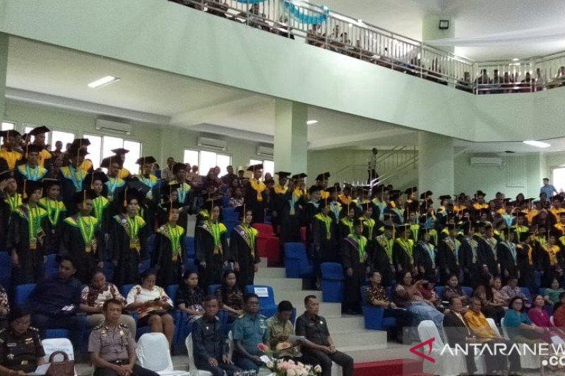Polnustar Tahuna wisuda 143 mahasiswa