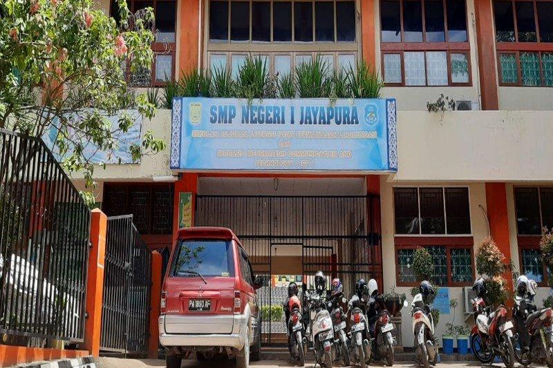 Normal, belajar mengajar di Jayapura