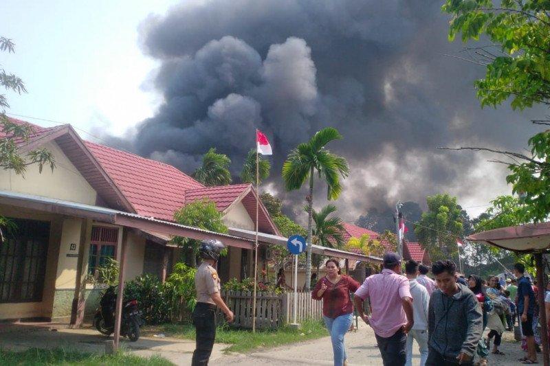 Sembilan bangunan asrama polisi di Inhil ludes terbakar