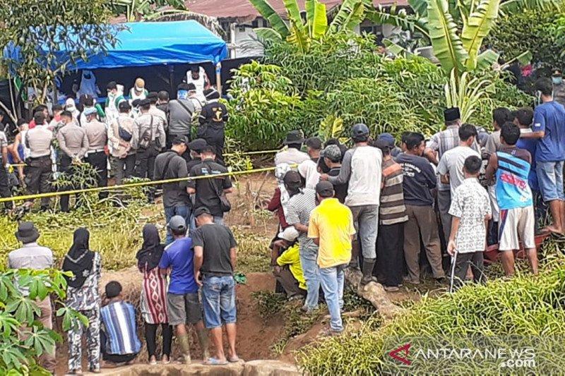 Polisi Dharmasraya bongkar makam untuk otopsi jenazah korban pembunuhan