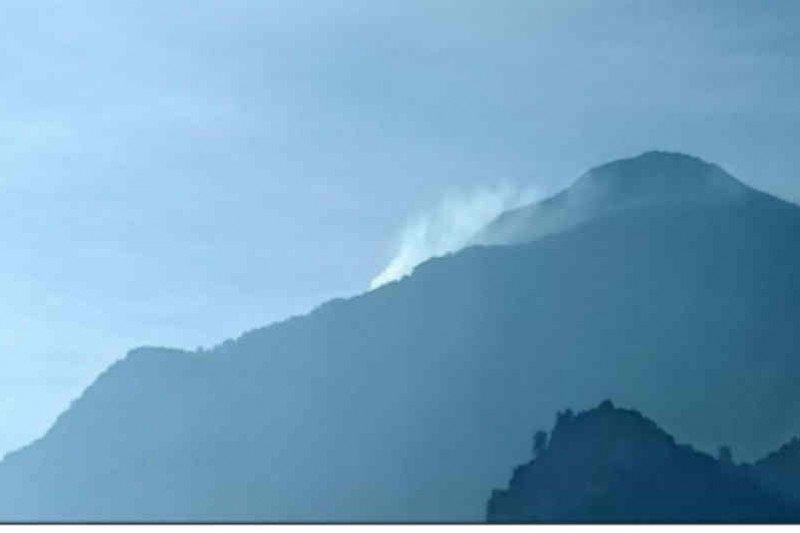 Puncak Gunung Ciremai kembali terbakar