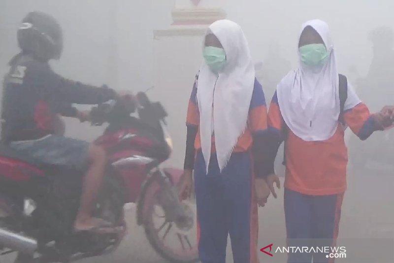 Kabut asap kian berbahaya, sekolah di Palangka Raya diliburkan