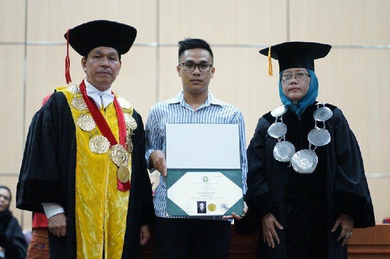 Rektor USU serahkan ijazah kepada keluarga mahasiswa yang meninggal di Aceh Selatan