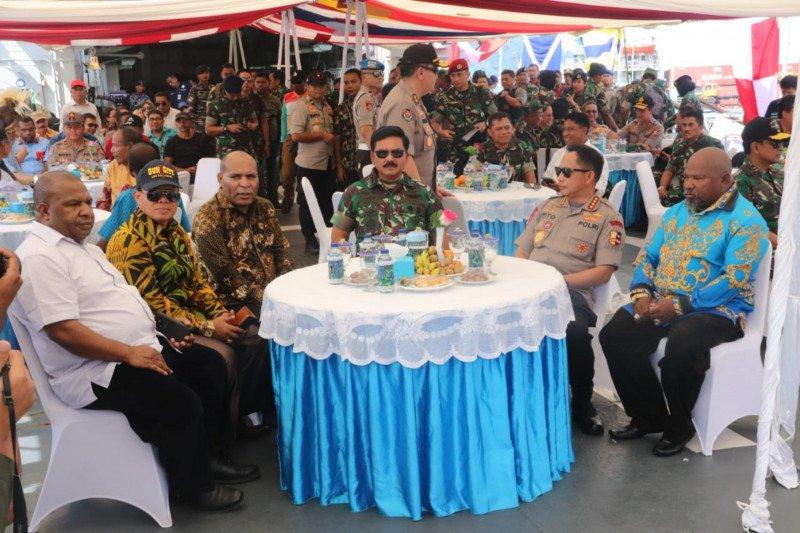 Panglima TNI dan Kapolri berlayar bersama sejumlah tokoh Papua