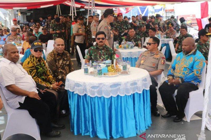 Panglima TNI dan Kapolri berlayar bersama tokoh Papua