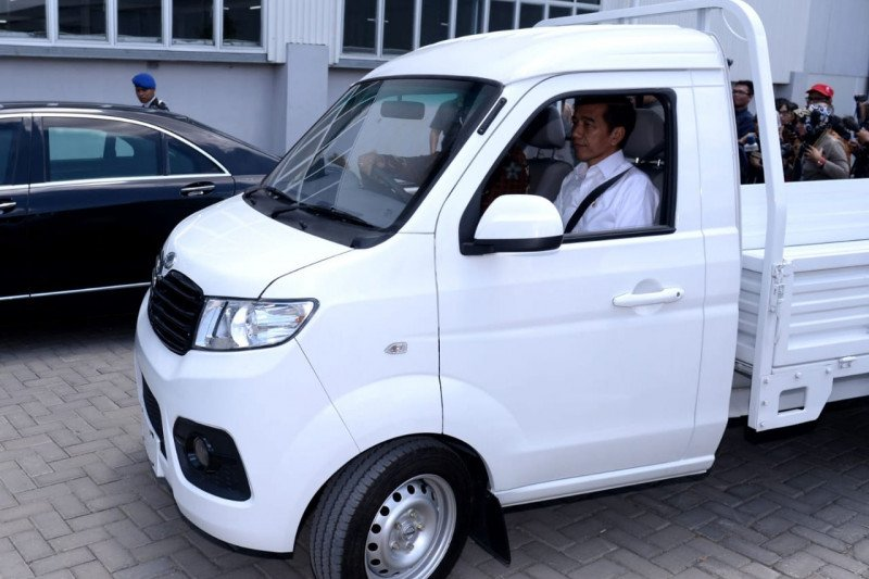 Ini pesan dan tanda tangan Jokowi di kap mobil Esemka