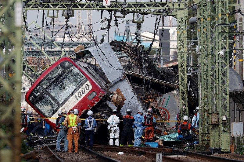 Kereta tabrak truk sebabkan 30 orang cedera