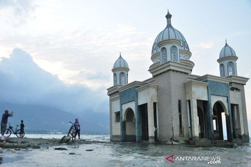 Bekas tsunami jadi tempat wisata