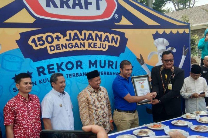Festival kuliner beragam rasa keju di Bandung pecahkan rekor MURI
