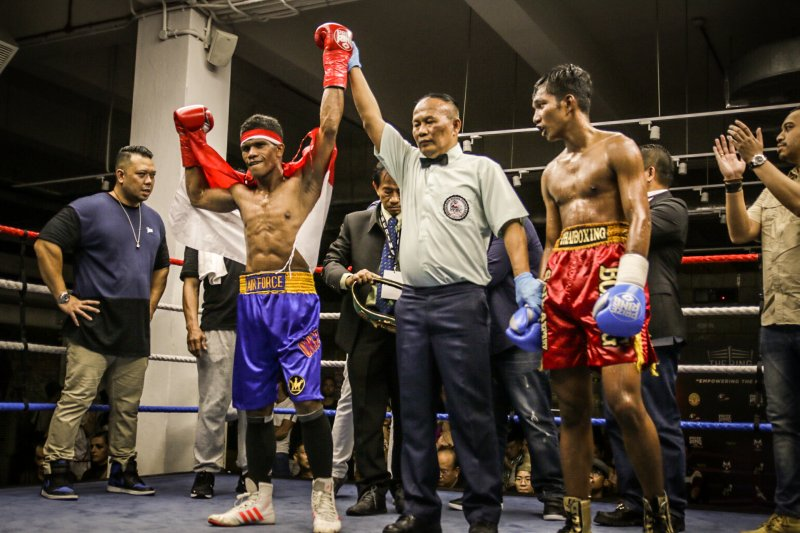 Ongen juara kelas bulu WBA Asian Boxing Council Continental