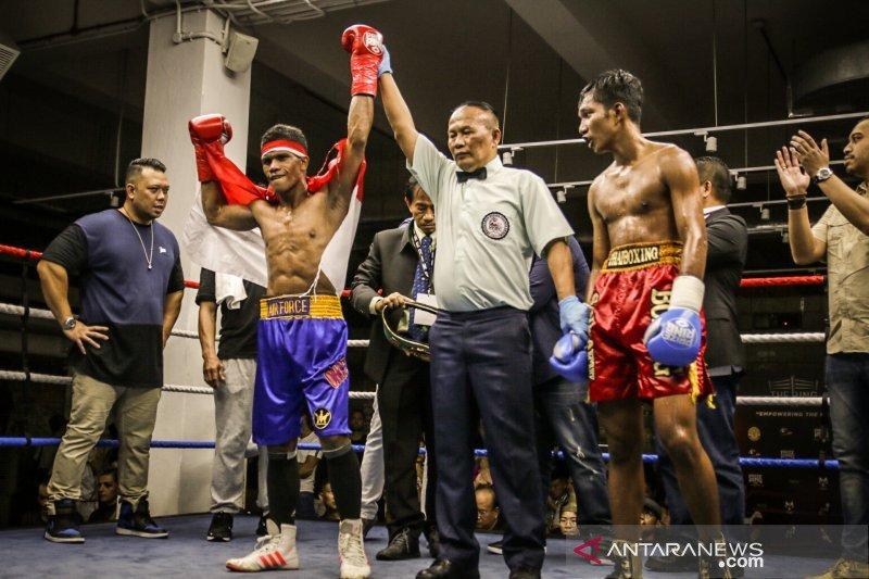 Ongen Saknosiwi menang KO pada debut internasionalnya