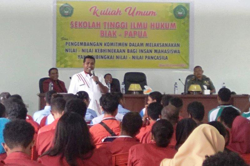 Bupati Biak Numfor minta mahasiswa tidak sebarkan berita hoaks
