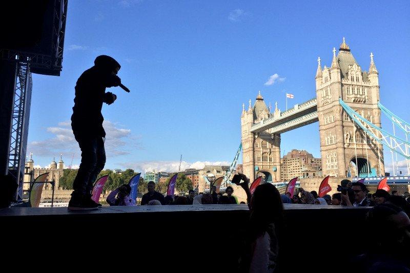 Mia lantunkan lagu Sam Smith di London