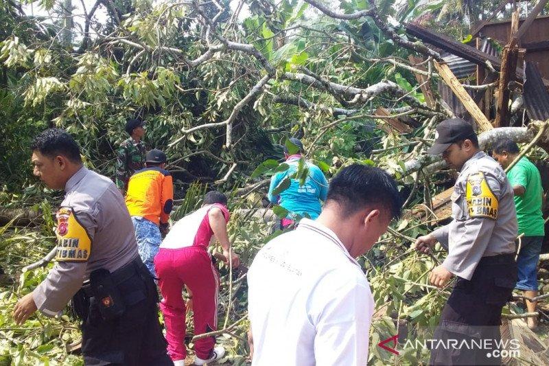BPBD catat 88 unit bangunan terdampak puting beliung di Solok Selatan
