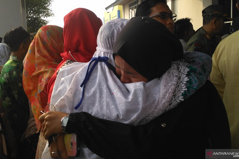 Jamaah haji Batanghari disambut tangis haru keluarga
