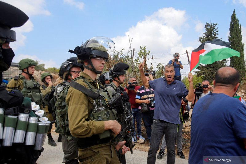 Mahasiswi Palestina dihantam tabung gas air mata