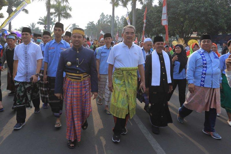 Ribuan peserta meriahkan Pawai Sarungan Nusantara di Tangerang