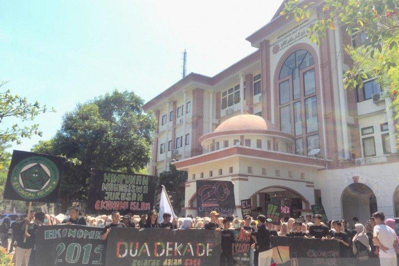 Ratusan mahasiswa  pawai rayakan dua dekade Jurusan Ekonomi Islam UINAM