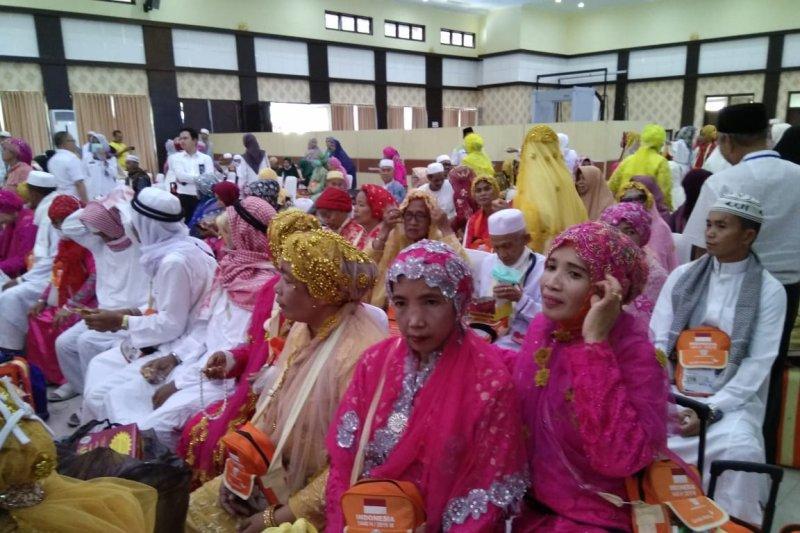 Jamaah haji  Kloter 31 asal Pinrang dan Pangkep tiba awal di Makassar