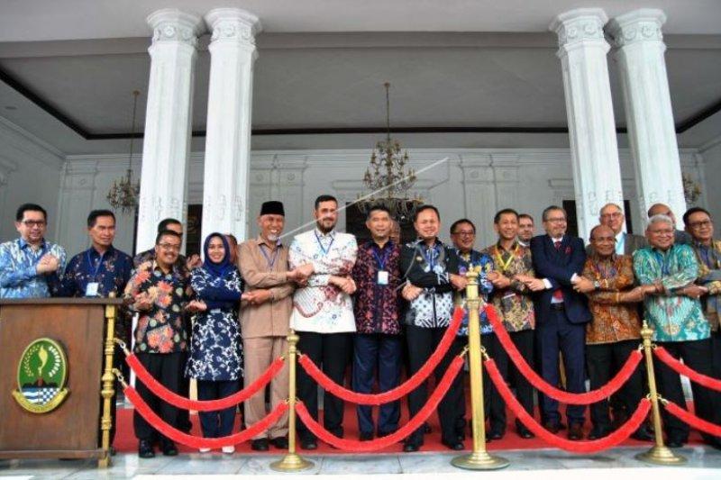 WALIKOTA PADANG HADIRI PERTEMUAN MAYOR CAUCUS 2019