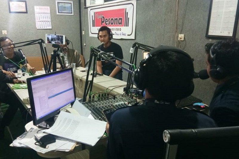 Dua penyiar radio Wonosobo siaran 26 jam nonstop