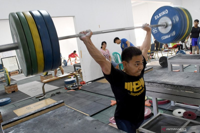 Lifter andalan Indonesia Eko Yuli turunkan berat badan jelang SEA Games 2019