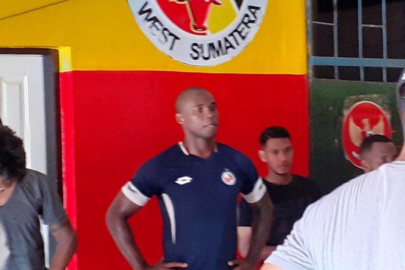 Perkuat lini pertahanan, Semen Padang seleksi pemain asal Brazil Mauricio Leal