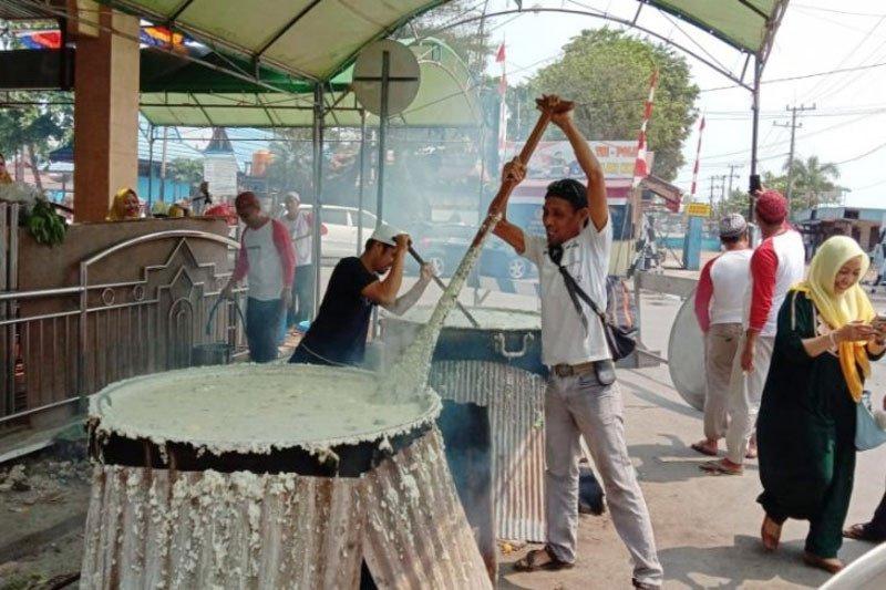 Masyarakat Sampit masih lestarikan tradisi membuat bubur asyura