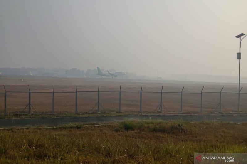 Sejumlah penerbangan tertunda akibat asap