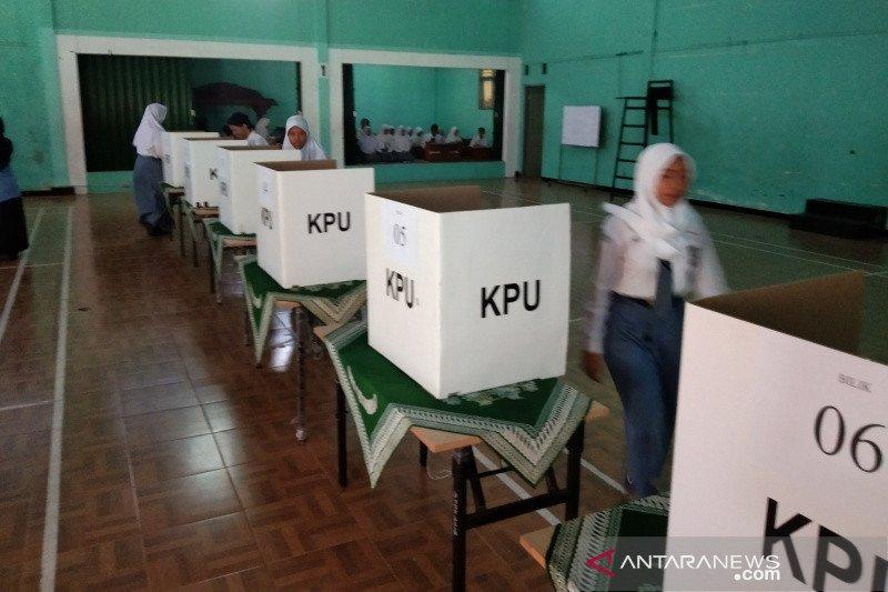 KPU Bantul beri pendidikan politik melalui Pemilos serentak