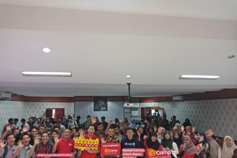 Indosat Ooredoo Ajak Millenial Sumbar Ikuti Program Beasiswa IDCamp