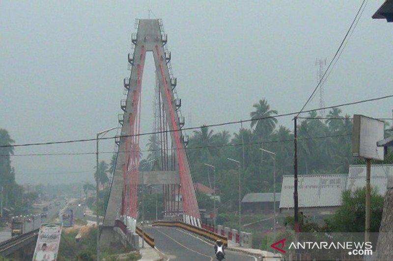 Jarak pandang 1.000 meter, Dharmasraya diselimuti asap kiriman Riau dan Jambi