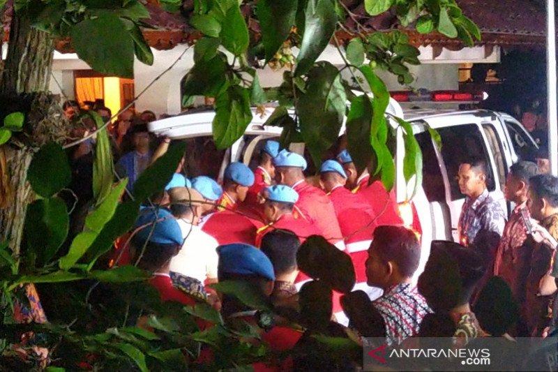Jenazah BJ Habibie tiba di rumah duka pukul 20.31 WIB